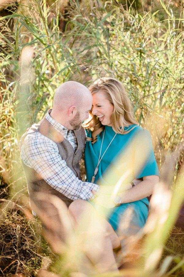 engagement-photos-sitting-in-hay