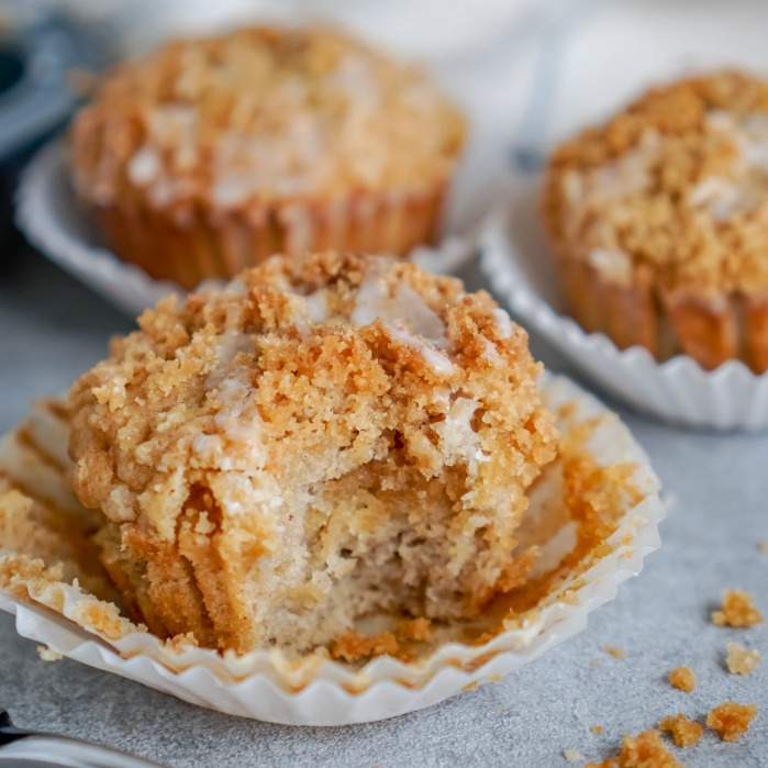 Easy Banana Bread Muffins with Crumb Topping