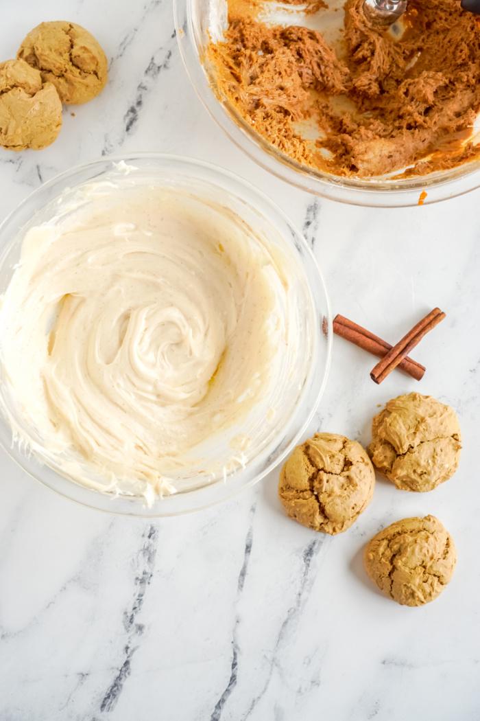 Cinnamon cream cheese frosting