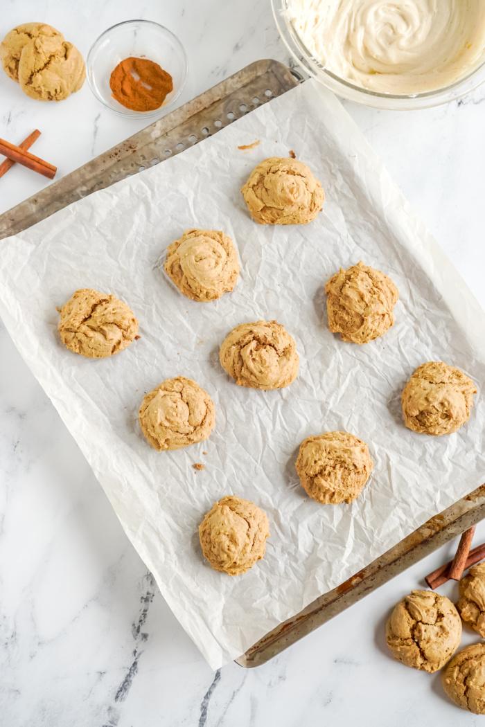 Uniced cookies on baking sheet